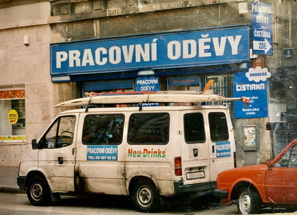 První prodejna. Foceno v r. 1995